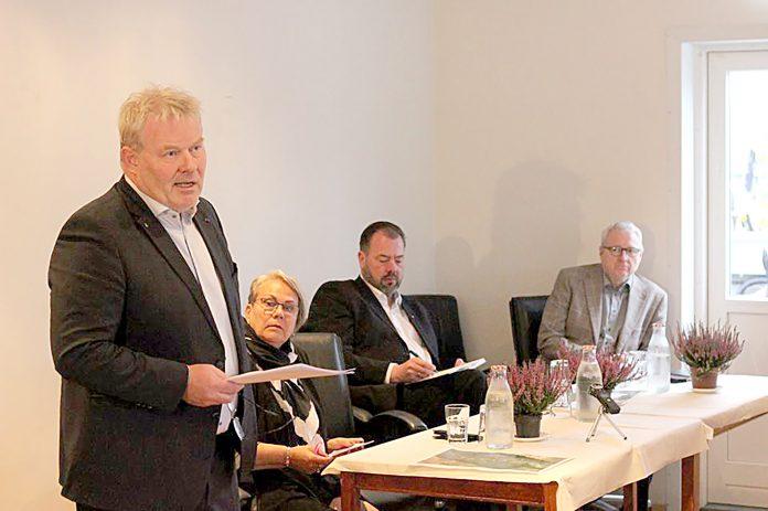F.v.: Sigurður Ingi Jóhannsson, samgönguráðherra, Ingibjörg Sigmundsdóttir, fundrastjóri, Helgi S. Haraldsson, forseti bæjarstjórnar Árborgar og Eyþór Ólafsson, forseti bæjarstjórnar Hveragerðis.