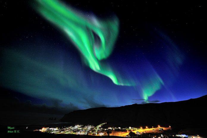 Norðurljósin skarta sínu fegursta í Vík í Mýrdal.Ljósmynd: Þórir N. Kjartansson.