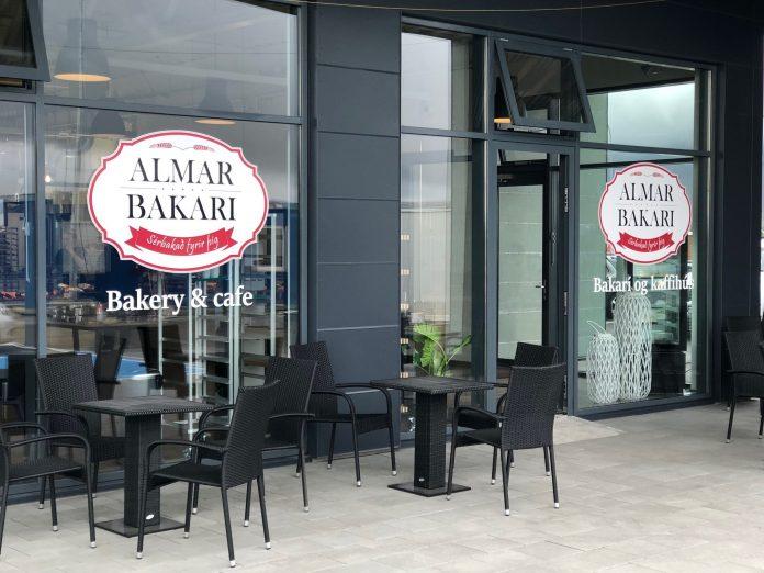 Almar Bakari opnar á Selfossi. Mynd.: BV